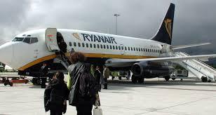 Ryanair, necesita contratar 600 pilotos.