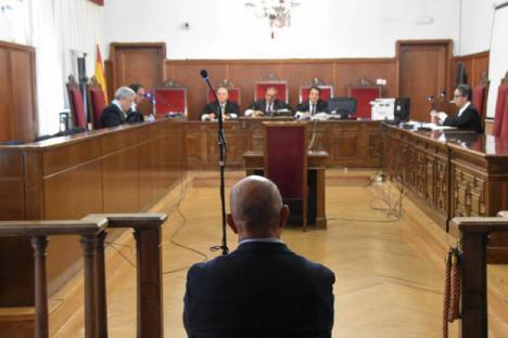 Tres años de cárcel para un director de una oficina bancaria de Sevilla por apropiarse de 3 millones de los ahorros de sus clientes