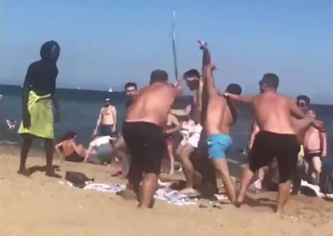 Pelea entre turistas en la playa de la Barceloneta