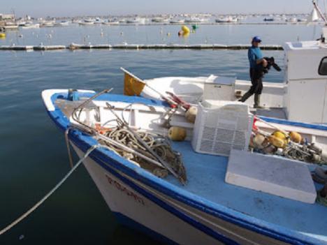 Los pescadores del Mar Menor siguen pescando, pese al estado tóxico de la laguna, con 65 embarcaciones