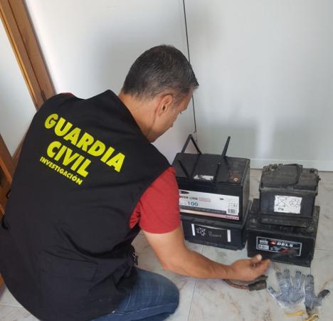 Detenidos en Petrer, Elche y Campello a un grupo que sustraía baterías de camiones