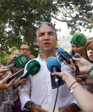 El portavoz del Gobierno andaluz, Elías Bendodo, le carga el muerto al Ayuntamiento de Sevilla, pero lo cierto es que la Junta conocía la existencia de los chorizos de Magrudis desde al menos el 20 de agosto
