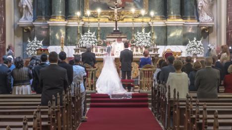 Un cura suspende una boda porque la gente dio poca limosna