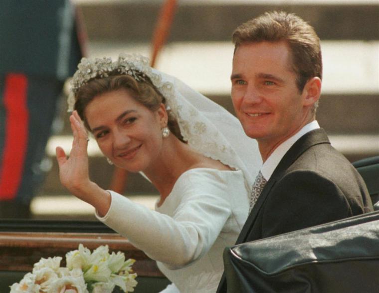 La periodista Pilar Eire asegura que la Infanta Cristina se divorciará de Urdangarin cuando salga de prisión y que él no lo sabe.