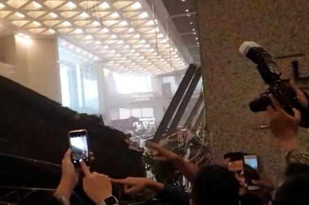 77 personas han resultado heridas por el derrumbe del suelo de uno de los vestíbulos de la Bolsa de Yakarta