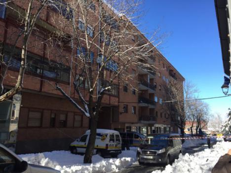 Un hombre muere en Ávila al precipitarse al vacio desde un cuarto piso cuando limpiaba los carámbanos.