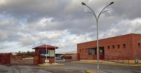 El juez envía a prisión al detenido por asestar seis puñaladas a su pareja en Sevilla Este