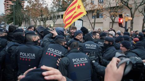 Carga policial en Lérida contra los independentistas