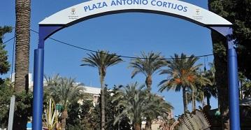 Salen a licitación pública los establecimientos de las plazas 'Antonio Cortijos' y 'Alfonso Escámez'