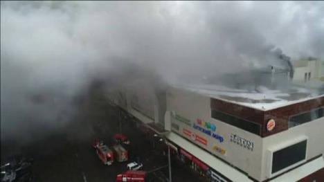 Más de 50 de muertos por un incendio en un centro comercial en Rusia