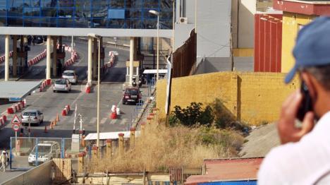 Abandonados en Ceuta a dos menores enfermos, uno en silla de ruedas