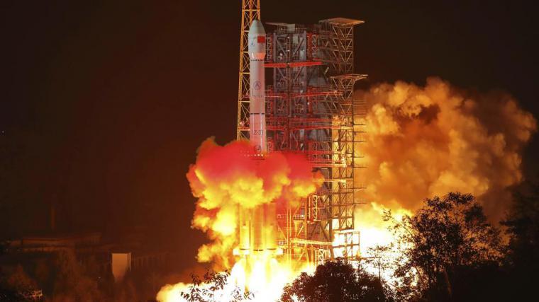 Chang'e 4 , la sonda china, aluniza con éxito en la cara oculta de la Luna y podría además estar ensayando un novedoso cañón de riel electromagnético