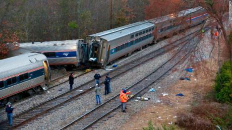 Siniestro en Estados Unidos; Dos muertos y 116 heridos en un choque de trenes