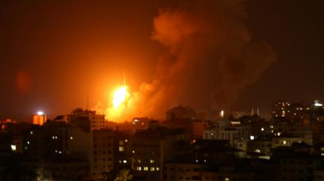 Israel ataca objetivos en Gaza en respuesta a los cohetes cohetes lanzados por los palestinos