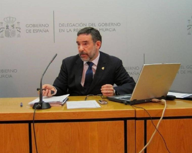 Jiménez defiende 'el cumplimiento escrupuloso' de la ley en los protocolos de actuación ante la llegada de inmigrantes a nuestras costas