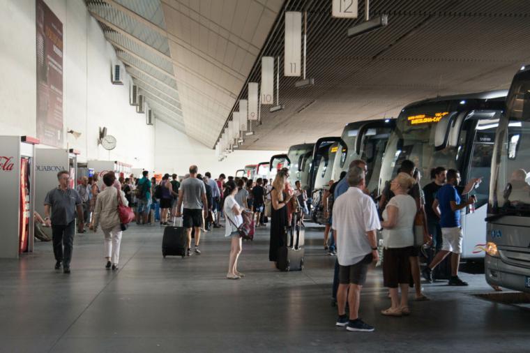 La alcaldesa de Águilas exige a la Consejería de Fomento la restitución de la línea de autobús Águilas-Lorca tras la decisión del Gobierno Regional de suspender el servicio de forma permanente