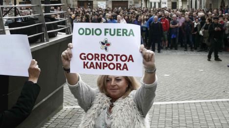 Las víctimas de ETA sienten verguenza de Pablo Casado y le piden que no los utilice en su lucha política