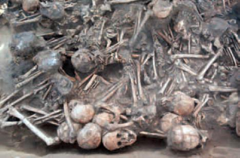 DESCUBREN EN EGIPTO 60 MOMIAS ENTERRADAS EN UNA FOSA COMÚN QUE MURIERON DE FORMA MACABRA