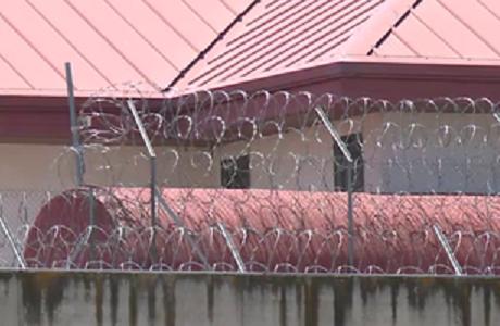 La espectacular fuga del 'piojo' y de su hermano de la cárcel de Valdemoro a través del 'cuarto de maletas'