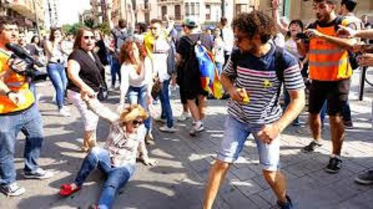 La Policía Nacional detiene al agresor de la mujer que sacó una bandera de España en las protestas de Tarragona