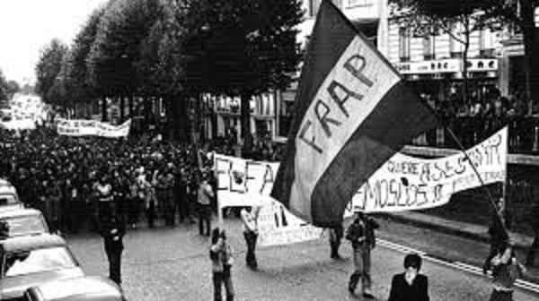 Franco fusiló a 60.000 personas al acabar la guerra, el padre de Pablo Iglesias peleó contra la dictadura pero no mató a nadie. ¿Quién es el terrorista, Cayetana?