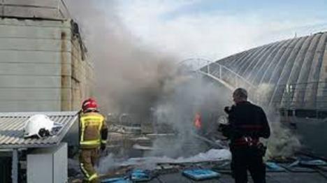 Desalojo del aeropuerto de Alicante-Elche por un incendio en la cubierta de la terminal