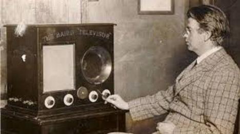 Un 26 de enero como hoy, el ingeniero escocés John Logie Baird presenta al mundo la televisión