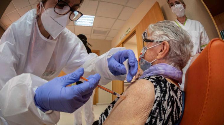 Protocolo de vacunación contra el coronavirus. Estos son los próximos en vacunarse