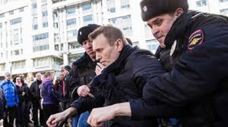 Alexéi Navalni, el líder opositor ruso, condenado a tres años y medio de cárcel