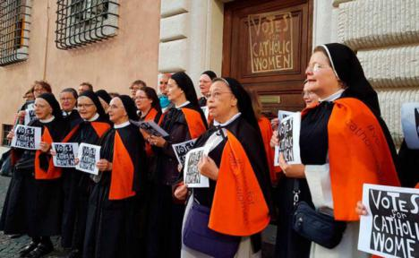 Las monjas se manifiestan en el Vaticano para reivindicar igualdad en la iglesia