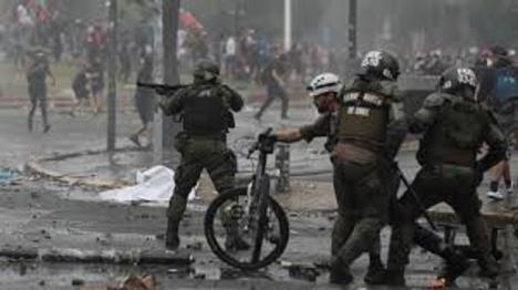 SANTIAGO DE CHILE: enfrentamientos entre policía y manifestantes
