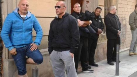 El propietario del piso ocupado en Barcelona contrata a un grupo de desokupas