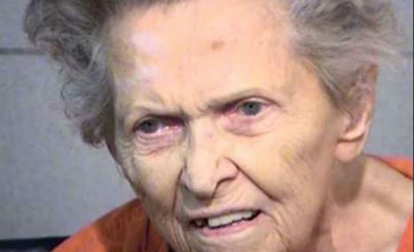 Una anciana mata a su hijo al querer ingresarla en un geriátrico