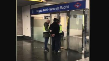 Detenido el hombre que agredió a su pareja en el metro de Madrid tras la queja en twitter de una pasajera
