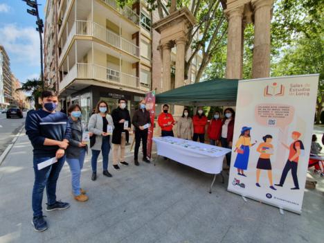 La Concejalía de Juventud de Lorca instala un punto informativo en La Alameda de la Constitución para conmemorar el Día Europeo de la Información Juvenil