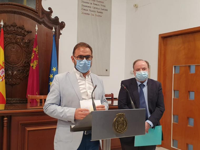 El Alcalde de Lorca se reúne con el Director General de Salud Pública para seguir coordinando la respuesta al repunte de casos por Covid-19 en el municipio