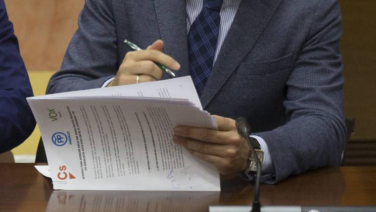 Macron amenaza a Rivera con romper la cooperación con Ciudadanos por su ambigüedad con la ultraderecha