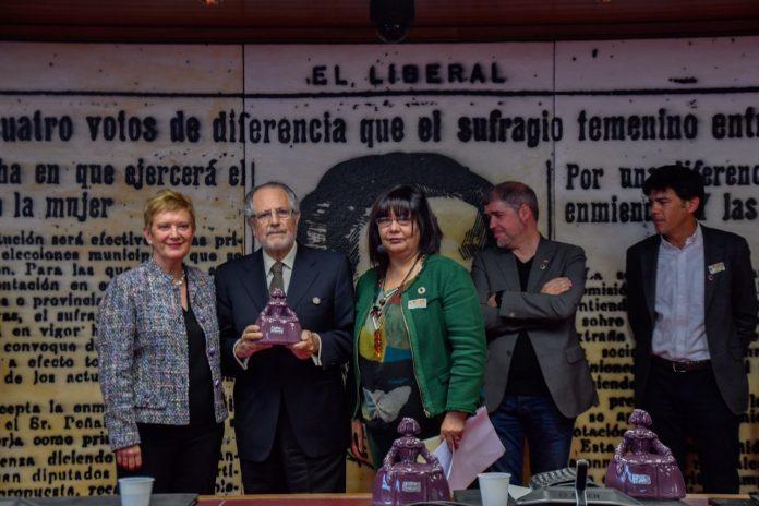 """El editor Manuel Domínguez Moreno recibe el """"Premio Menina"""" en el Senado por su compromiso por la igualdad"""