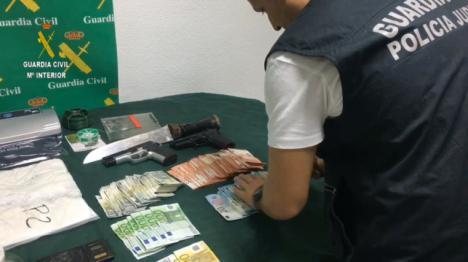 Siete detenidos en Huércal de Almería. En la operación se ha saldado con más de 800.000 euros, 300 kilos de hachís y cuatro vehículos intervenidos