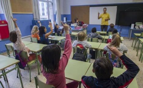 Los alcaldes y alcaldesas socialistas exigen que el dinero que López Miras pretende destinar a las aulas de conciliación se invierta en la contratación de maestros y profesores