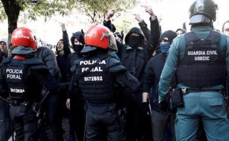 Un enfrentamiento con radicales deja dos guardias civiles heridos en Alsasua