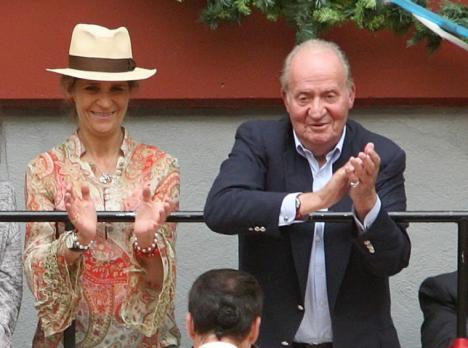 Morante de la Puebla brinda un toro al rey emérito
