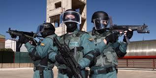 Según Interviú tres centenares de policías de élite estuvieron a punto de asaltar el Parlament y detener a Puigdemont