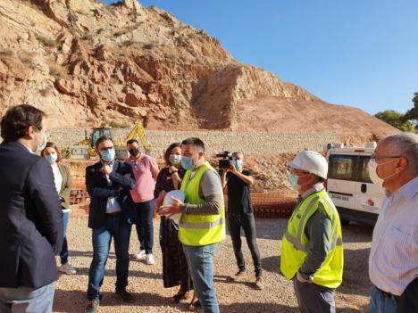 El alcalde de Lorca destaca la importancia de recuperar la histórica Ermita de San Lázaro y su entorno durante su visita a las obras de regeneración que se están ejecutando