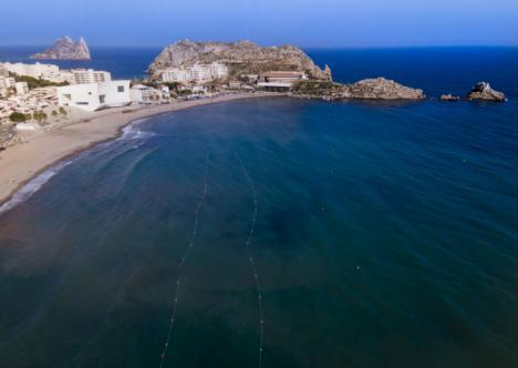 Comienza en Águilas la instalación de las sendas azules para la realización de circuitos de natación en aguas abiertas