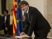 Puigdemont firma la proclamación de la república catalana