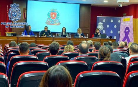 Delegación del Gobierno de Murcia y Policía Nacional impulsan la formación entre agentes y abogados en unas jornadas sobre primeras actuaciones en caso de violencia de género