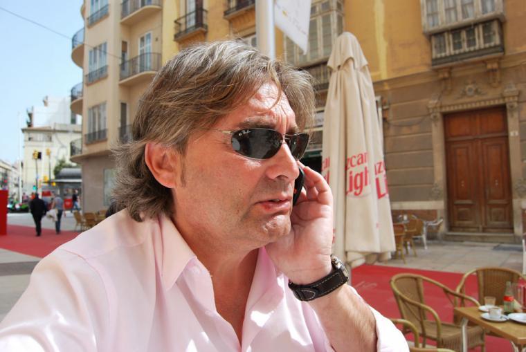 'El escritor y periodista Javier Cuenca presenta: 'Comunidad Canalla'