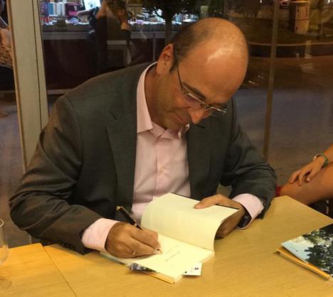 Fernando Elvira publica 'Y no amanece', la continuación de su primera obra 'Nos vemos en abril'