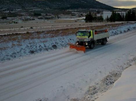 El Plan de Vialidad Invernal garantiza la seguridad en los 587 kilómetros de carreteras estatales con diez quitanieves, 240.000 litros de salmuera y 950 toneladas de cloruro sódico